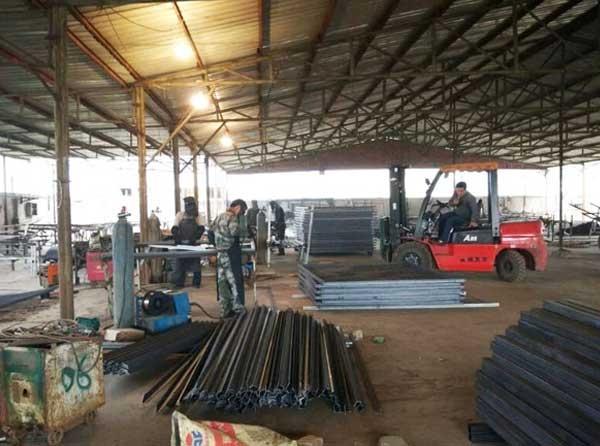 刺丝滚笼栅栏生产车间