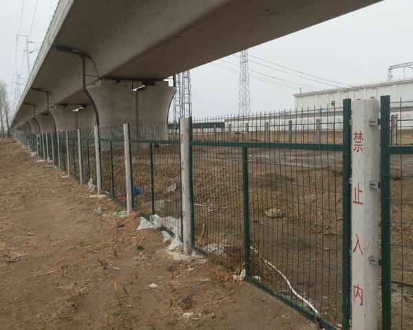 桥下防护栅栏
